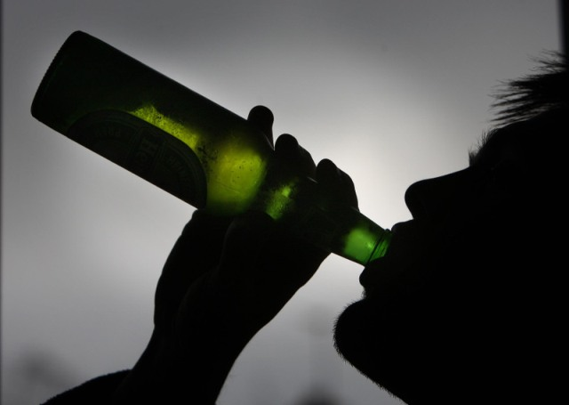 парень с бутылкой виски картинки